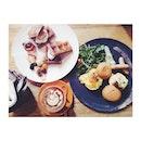 Weekend #brunch; Caramelized Banana Waffle 🍌 • Café Mocha ☕️ • Eggs Duet 🍳