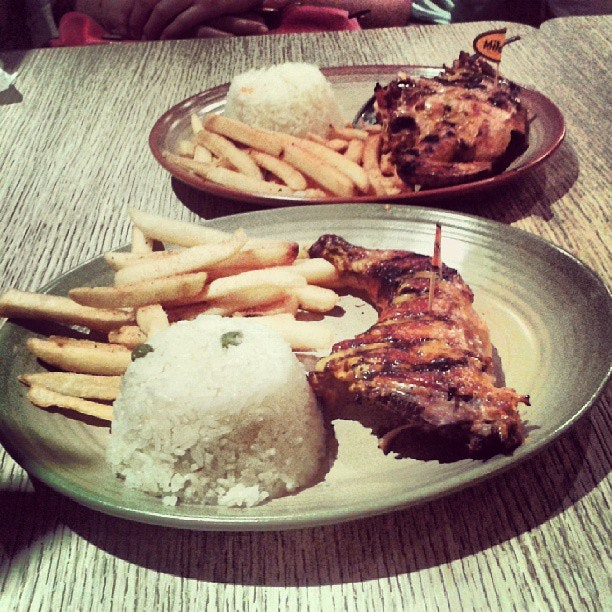 Nando's :) #instadaily #instagood #instamood #Instafood #foodporn #foodstagram #foodies #nandos #igmalaysia #favourite #ayam #periperi #hot #mild #frenchfries #meditarenneannice #yumyum #johorbahru #happy #Ilovefood