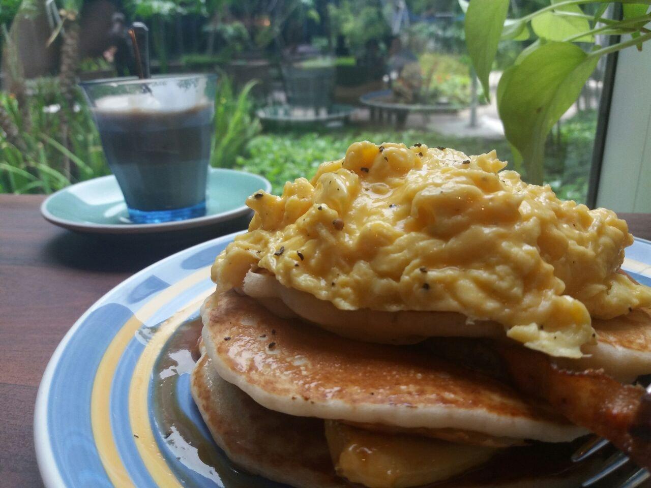 Ultimate Buttermilk Pancakes ($13.5)