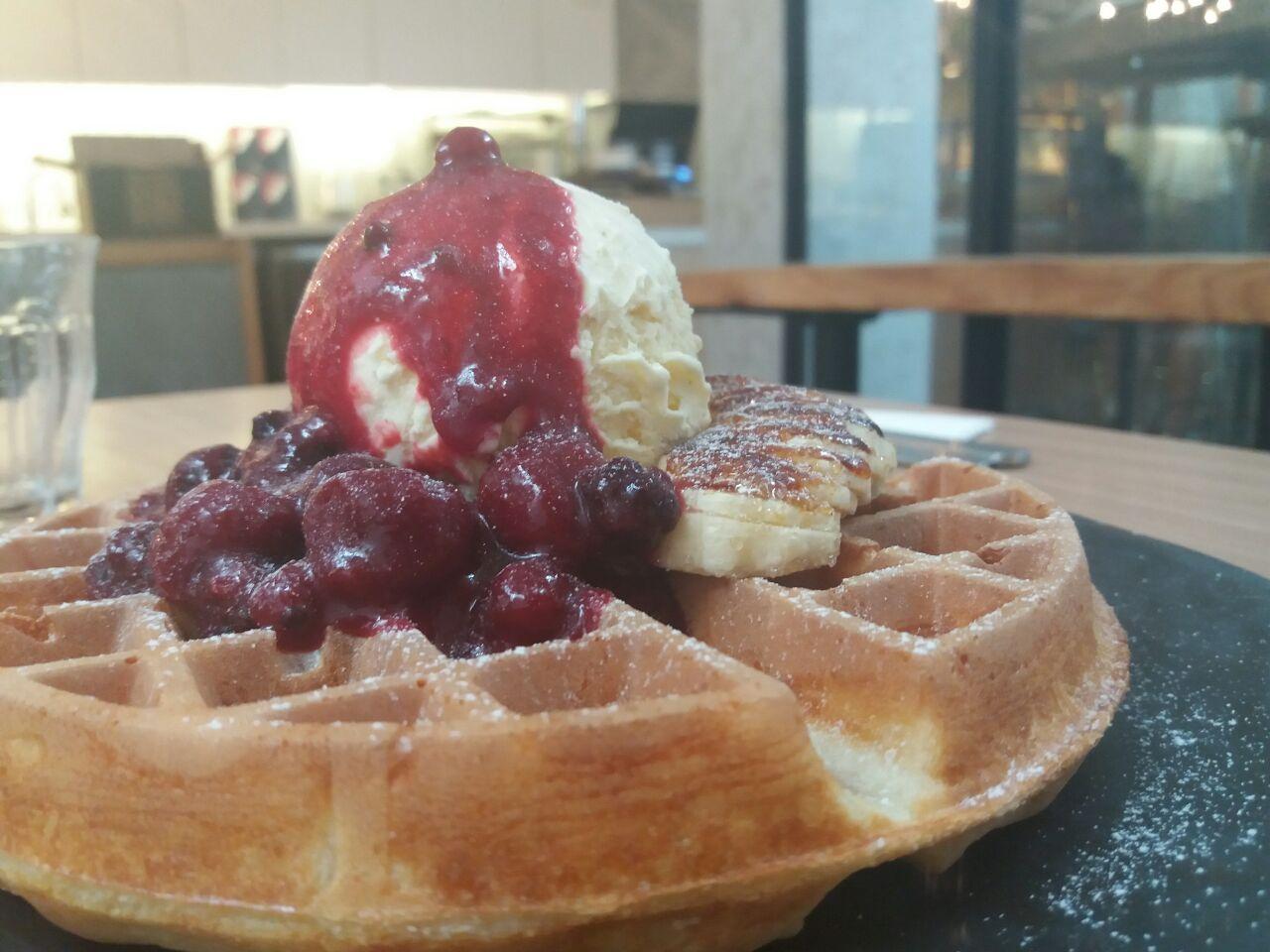 Berries Compote & Banana Brulee Waffle ($13.5)