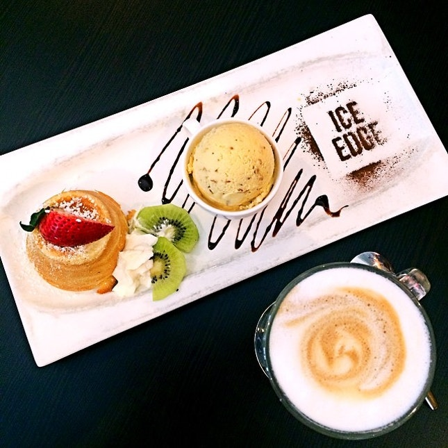Probably the only #cafe in SG that serves durian lava cake, and it's oh-so-good!!