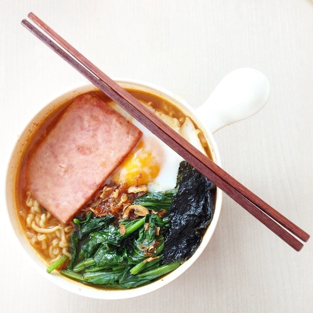 Spam And Egg Korean Ramen