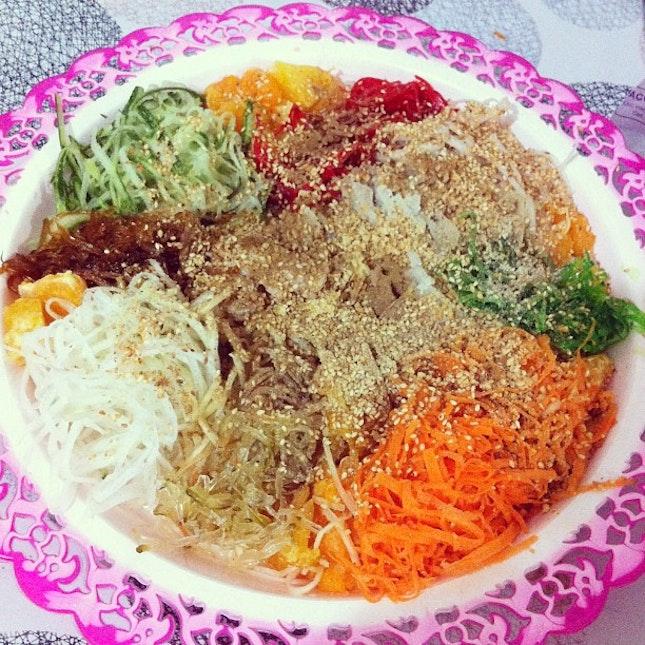 #cny #yusheng #lunch #huat #gongxifacai #delicious #happynewyear #family @vforvelly @kia_2210 @kiawoon