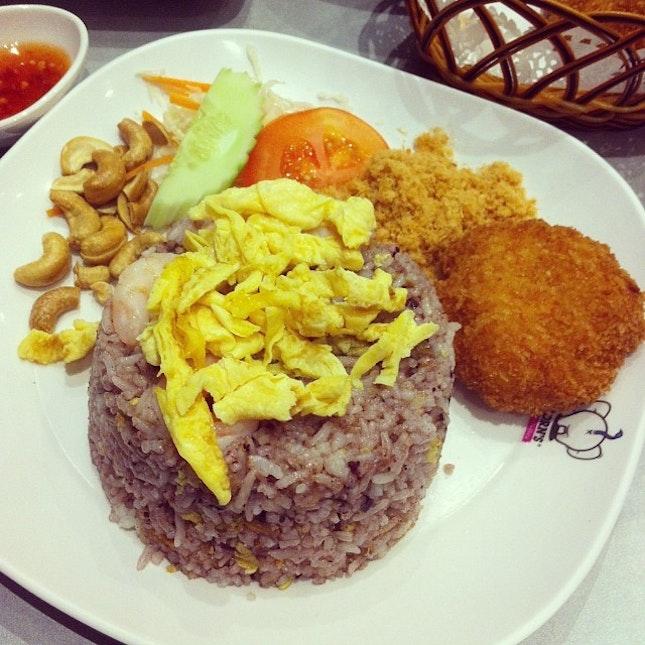 #olive #rice #dinner #fridatewithmymummy #thai #foodgasm #foodporn #yummy #yums