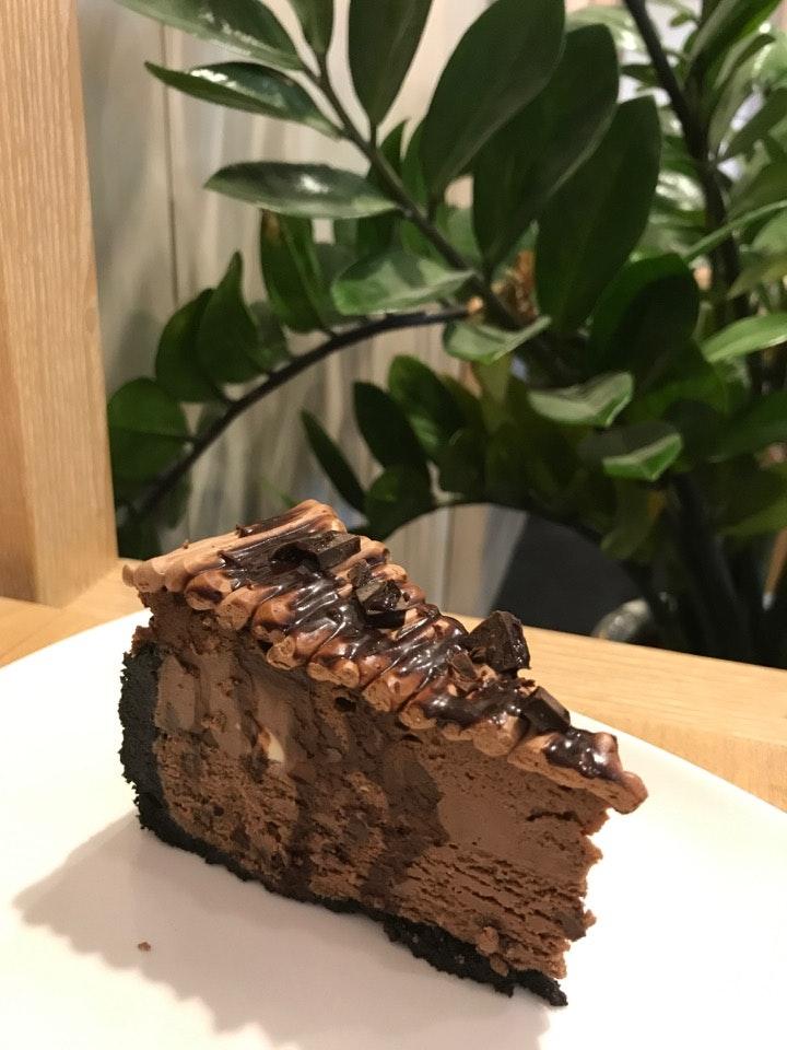 Lynn's Cakes & Coffee