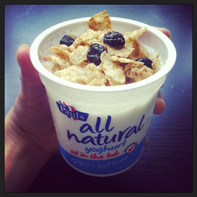 Breakie today 👍 #yogurt #pauls #blueberrycereal #post #healthy #natural #crunchy #sweet #sour #yummy #mykindoffood