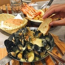 Mussels with butter garlic sauce!