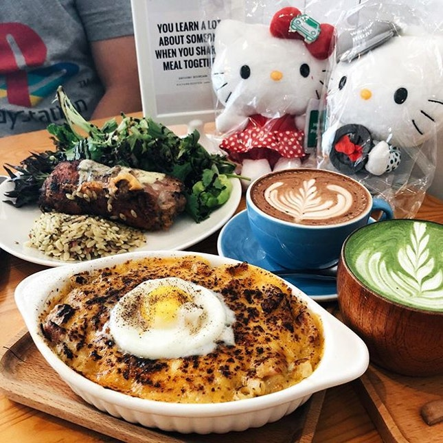 Brunch at Upper Thomson after collecting my Hello Kitty and Dear Daniel from Grab HQ teeheehee.