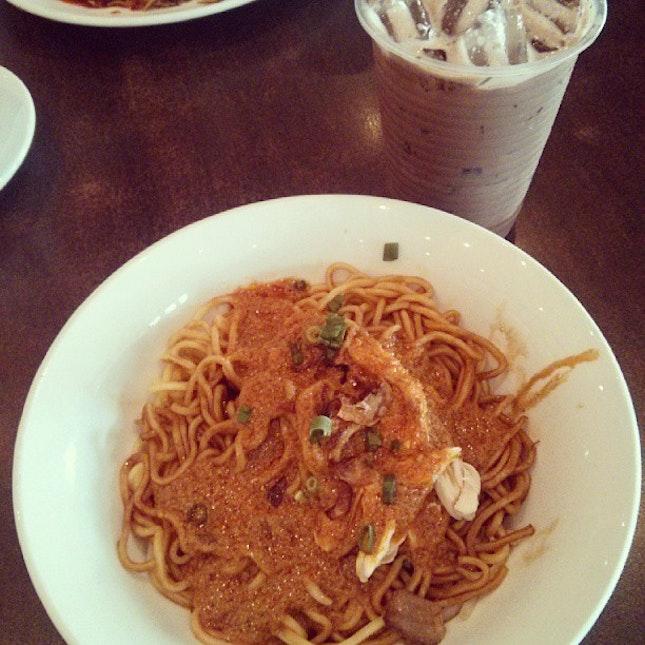 Lunchie with twinnie =D 🍴💕😍 #lunch #with #twinnie #food #foodporn #instapic #instaphoto #instafollow #instafood #ifollow #ifollowback #follower #followme #followmeback #teamfollowmeback #igmalaysia #igfame #igpop #asian #Malaysian