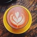 有一个那么阴阴天の天氣 一杯咖啡 一種心情 一點思绪 透过咖啡杯散发的热气让人有点温暖的感觉