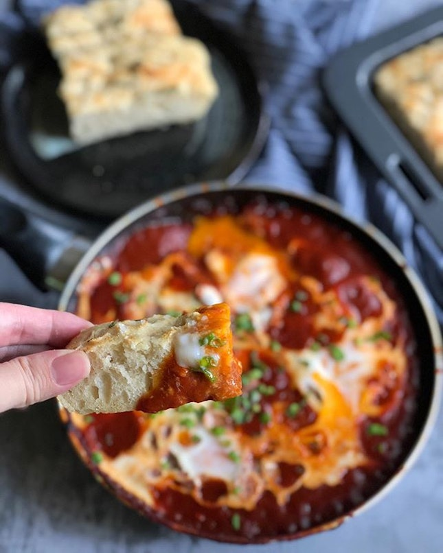 𝐂𝐁 𝐃𝐚𝐲 𝟐𝟒 - What better way to enjoy freshly-baked #focaccia than with some hearty not-so-traditional 𝙎𝙝𝙖𝙠𝙨𝙝𝙪𝙠𝙖?
