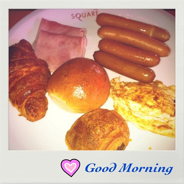 A very Good Morning...🌻🌞☀ #morning #saturday #sausage #bread #food #instadaily #instaphoto