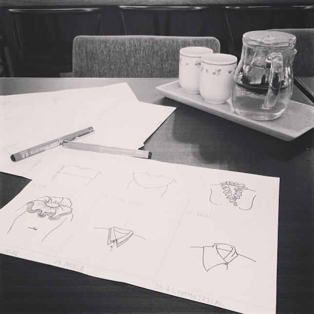 Helping friend with her design 😁 #cafe