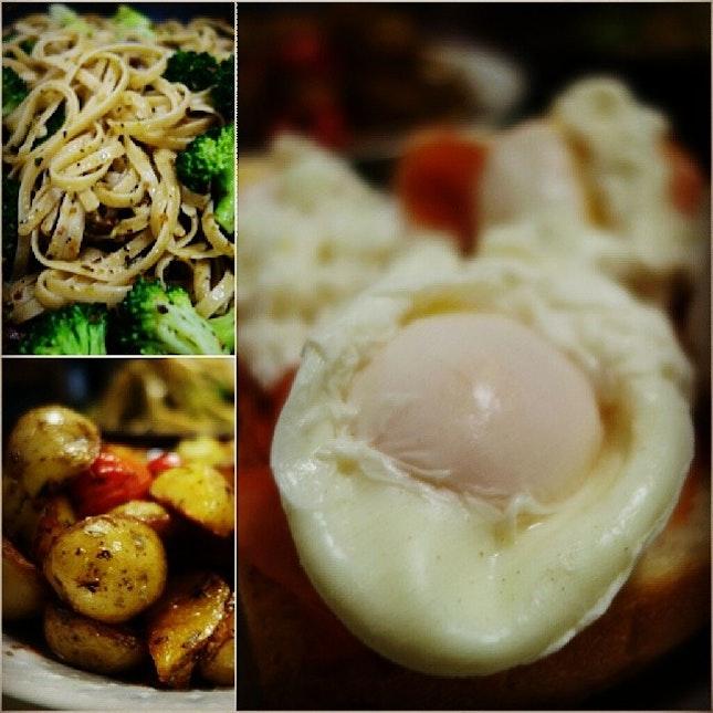 Valentine's Day #anticommericalisation cookout with @lizzaeh @dortzz @jermlai: salmon eggs benedict, pesto pasta, potatoes!