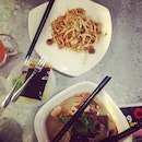 Finally I'm in the legendary Penang authentic food shop #dinner #fried #kueyteow #currymee #teekuih