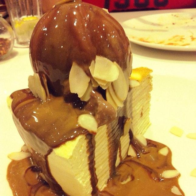 Mocca Crepes Cake 😋 #weekend #surabaya #hangout #tonite #dessert #yummy #delicious #fat #dietwhatdiet #dietstarttommorow #kittencindy #instafood #instagram #foodgasm #foodporn