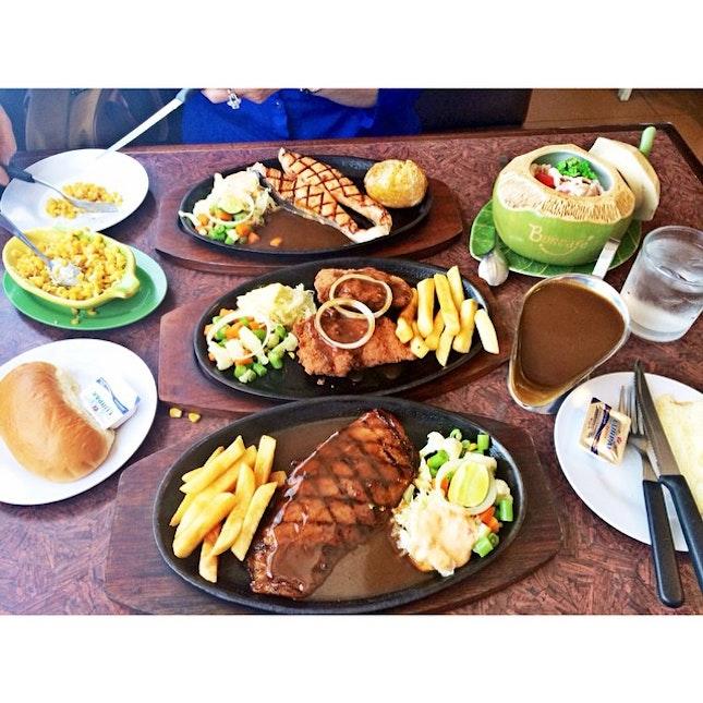 #salmon steak, white #fish steak, #chicken cordon bleu, and #butter cheese corn 😋 #lunch #latepost #foodoftheday #foodgasm #instafood #instagram #kittencindy #kuliner #haojekpol #tabletotable #iphone5s