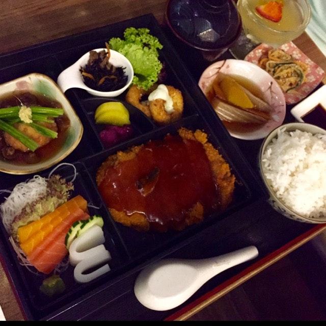 Vegetarian Tonkatsu Bento With sushi