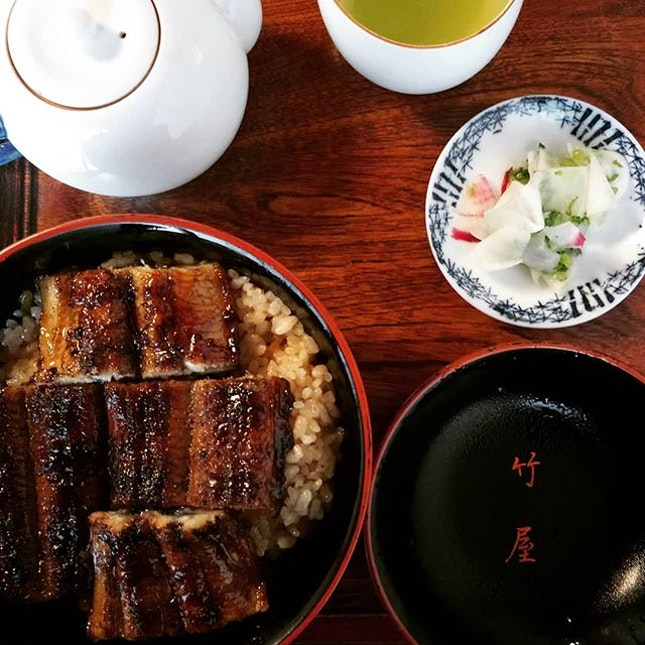 Rice was very moreish with the sauce, which paired very well with the smoky #unagi #unagidon #unadon #hitsumabushi #eel #ricebowl  #japanesefood #japan #saga #karatsu #michelinbibgourmand #bibgourmand #michelinguide  #8dayseat #burpple #buzzfeast #buzzfeedfood #eeeeeats #feedfeed #foodphotography  #foodporn #foodstagram #huffposttaste #hungrygowhere #igfoodies #mychefstable #thetravelintern #traveleats #whati8today #yahoofood