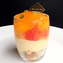 Something sublime to end the peaceful night💆Tart Pamplemousse Verrine🍊 I hate to admit it but the sable crumbles below are SO GOOD that they can beat Monsieur Pierre Herme.