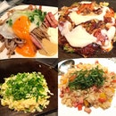 A problem with okonomiyaki is that I can't tell which is which cos they look the same 😅 But I can still tell their specialty👉the Mountain Yam Yaki 山芋焼き (top right).