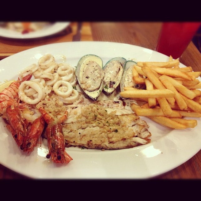 My #dinner #seafood #plater #prawn #fish #mussels #squid #Frenchfries #yummy #holiday #bangkok #bkk #i #igers