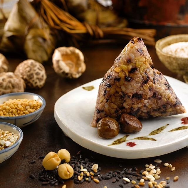 #StRegisSG #YanTing introduces a new flavour, the Vegetarian Black Glutinous Rice Dumpling with Mixed Grains ($13), this Dragon Boat Festival.