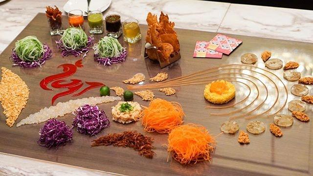 Starting off #CNY2017 #MediaTasting at #RoyalPlazaonScotts with this chicken rice-inspired 'Rice' of the Phoenix #Yusheng.