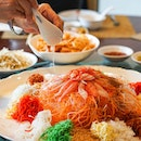 [Szechuan Court] Chef pairs his Bountiful Oceanic Treasures #Yusheng with generous topping of fresh snow crab meat and cool, young coconut pulp for a unique, soothing combo on the palate.