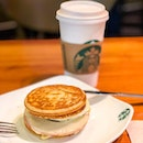 Felt peckish before a morning meeting, so had the Breakfast Ham & Cheese Panwich from @StarbucksSG.