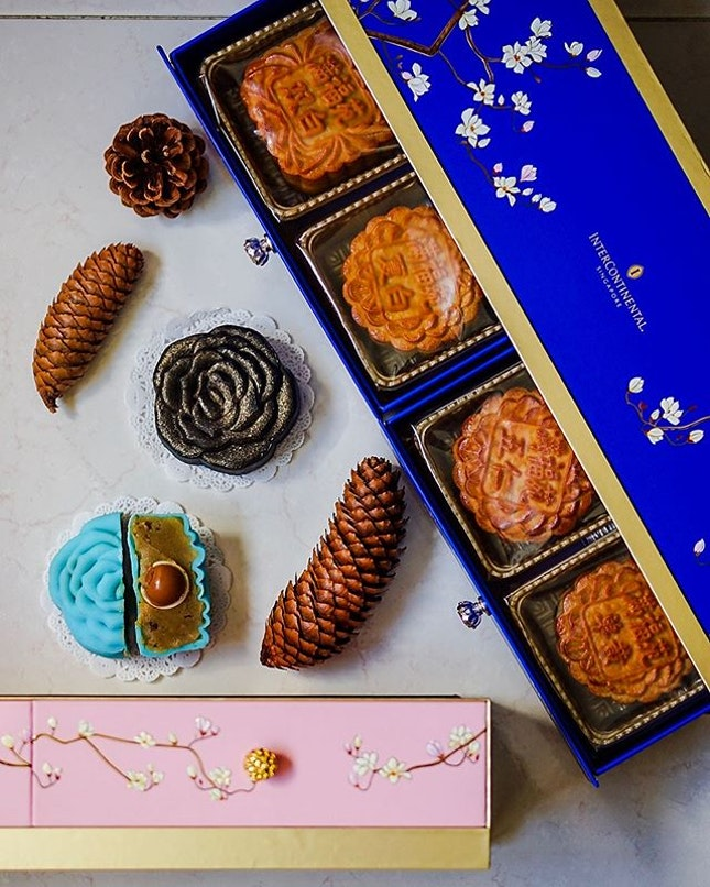 It's all roses with @interconsin #ManFuYuan's range of new snowskin #mooncakes.