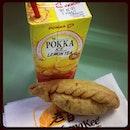 #breakfast time #barangfree #currypuff #oldchangkee #foodie #foodstagram #pokkalemontea