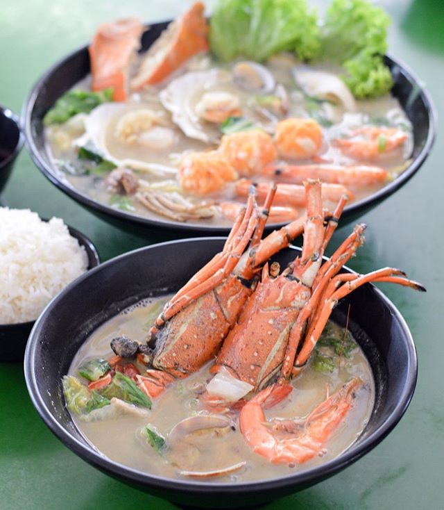 Definitely the weather now to indulge in a good hot bowl of seafood kissed broth.