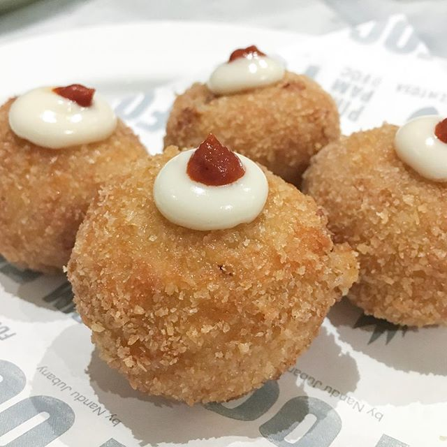 """Pim Pam Crab """"Croquetas"""" ($2.50 a piece, min 2 per order) - defo a must order here @pimpambyfoc, these little devils should come with a warning as they are highly addictive."""