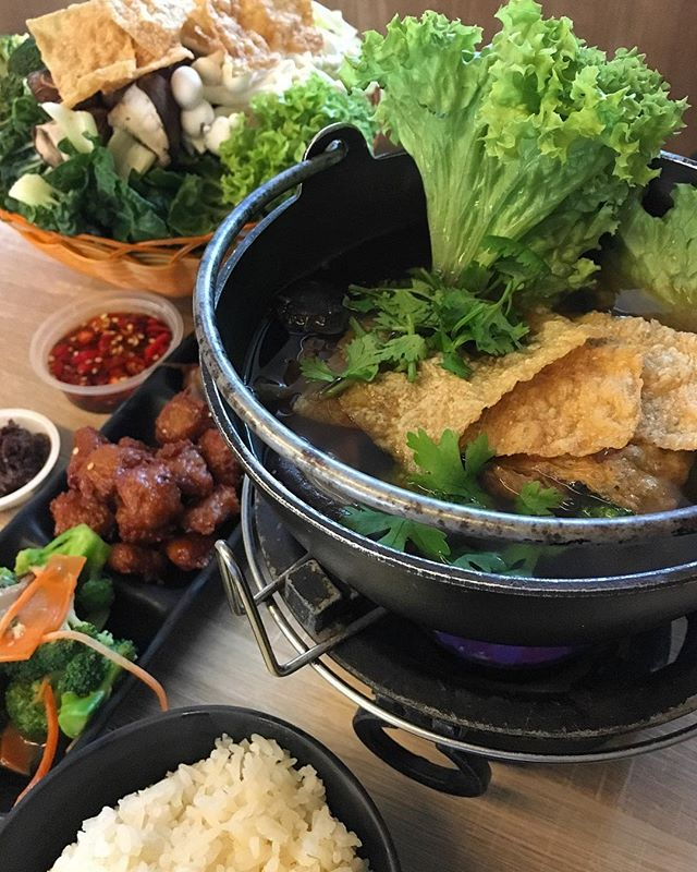 Find comfort this cold #MeatlessMondays with Steamboat from @greendotsg - comes with soup base of either Laksa, herbal or tom yum!