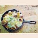 Eggs sur la plat..