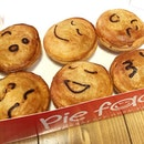You're such a pie face- delight-able mini pies with chicken, mushroom , black pepper steak filling.