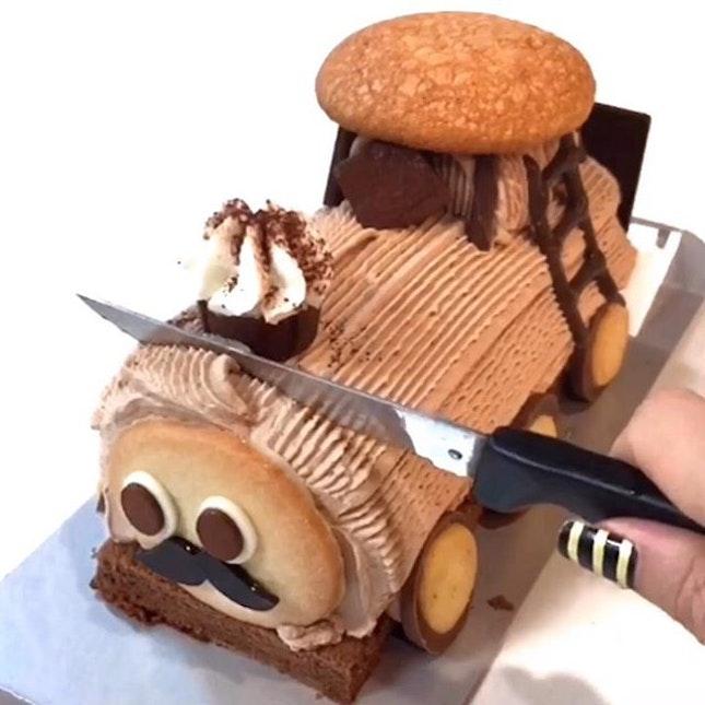 🚞How cute is this Choo Choo Train Roll Cake!