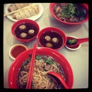 popiah n beef noodle for dinner 😋#singapore #dinner #noodle #instagramers #instagood #yummy #food #foodporn #yum #happy