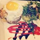 < burgers w/o buns > #perfecteggyolk #yum