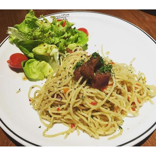 #Spaghetti #Crispy #PorkKnuckle with #Garlic & #Chilli @vanillaindustry.
