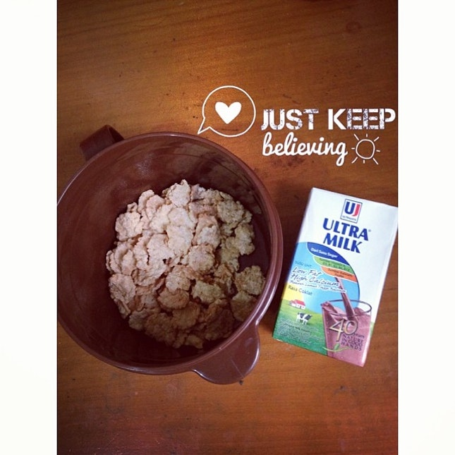 Rise and shine☀️ #morning #breakfast #instafood #instadaily #instago #instalike #instafollow #healthy #food #diet #foodporn #foodgasm #likeforlike like4like #likers #likeback #followforfollow #followme #follow4follow #shoutoutforshoutout #swag #milk #and #cereal #webstagram #picoftheday