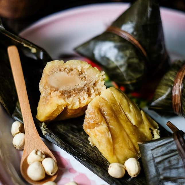 If you prefer kee chang like me, then you will love Imperial Treasure's Lotus Paste Rice Dumpling ($4/pc).