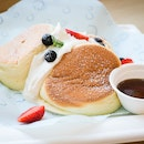 7 Fluffy Souffle Pancakes in Singapore for All Pancake Lovers!