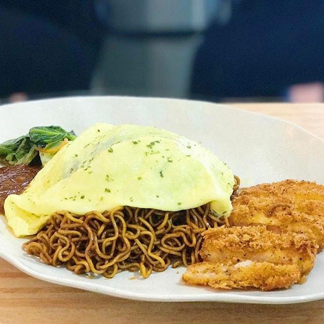 [TELOK AYER ST] Maggi goreng with scrambled egg & prawn cutlet.