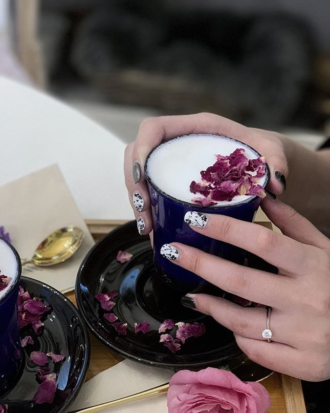 Rose Latte $7.90 with my pretty nails that everyone was praising 🥰