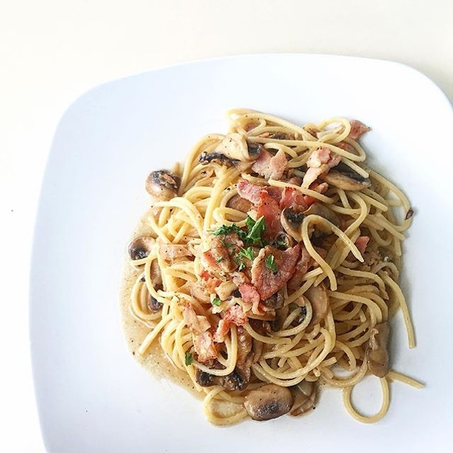 Chasing the Monday blues away with the Bacon & Mushroom aglio olio pasta.