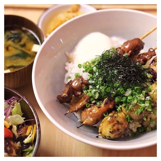 Lunch Sets by day & Yakitori + Sake by night, @birderssg provides you plenty of options for a quick lunch getaway or a cosy space to catch up with friends!