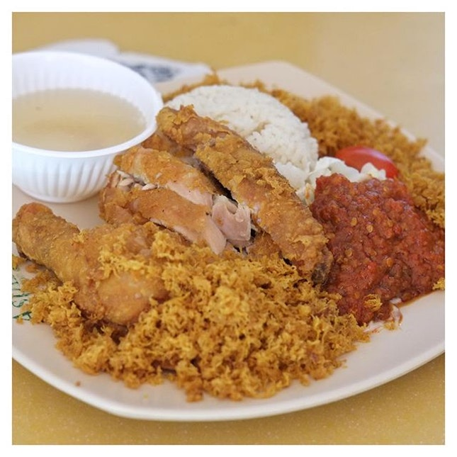 Looking forward to this plate of hearty Nasi Ayam Goreng is probably the best way fight the Wednesday rainy blues away.
