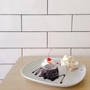 Molten Lava Cake with Vanilla Fruit Cake Ice-Cream